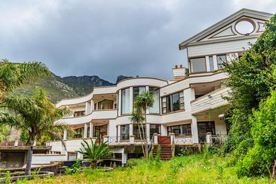 Property For Sale in Bishopscourt Village, Cape Town